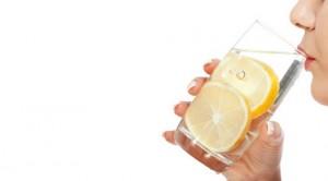 Limonlu Ilık Su İçmenin 10 Faydası