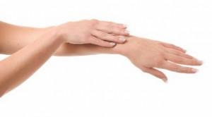 Kuru Çatlamış Eller